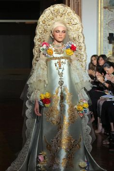 A model wearing an elaborate and ornate silver and gold gown and headdress by French designer Christian Lacroix during Autumn-Winter Haute Couture collection show on July in Paris - Christian Lacroix, Christian Christian, Fashion Art, Runway Fashion, High Fashion, Fashion Design, Crazy Fashion, Fashion Trends, Mode Editorials