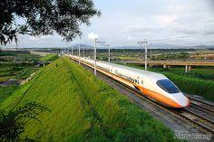Travel bullet train China speed in excess of 318 km China Train, High Speed Rail, Train Tour, Trains, Speed Training, Light Rail, Futuristic Design, Train Tracks, Retro Futurism