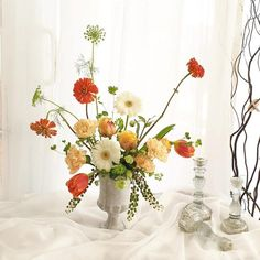 #FloralWhite gives you a chance to be an expert #florist. Join our #flowerarrangingclass in #Brisbane and be a pro at #creative #decoration of #flowers. Beautiful Flower Arrangements, Beautiful Flowers, All Flowers, White Flowers, Flower Basket, Flower Delivery, Brisbane, Design Your Own, Centerpieces