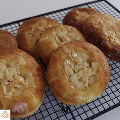 Brioche Nid d'abeille de C. Felder Croissants, Croissant Brioche, Apple Pie, Tart, Food And Drink, Desserts, Wordpress, Exactement, Voici