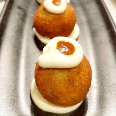 Bomba   A la rica Bomba otra de las tapas por excelencia de nuestra gastronomía.  Estas las encontrarás en el Mercat Princesa en pleno barrio del Born en Barcelona.