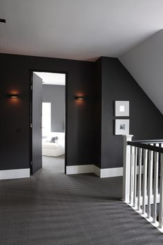 Overloop met sisal vloerbedekking en hoge witte plinten #halinrichten #gang #ideeën #landelijk #landelijkwonen #landelijkwarm #inrichting #interieur #hallway #ideas #grijzemuren Black Decor, House Styles, House Design, Interior Deco, Apartment Design, Entryway Inspiration, Home Decor, House Interior, Interior Architecture