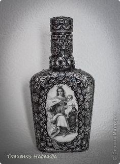 Декор предметов Поделка изделие 8 марта Аппликация Аппликация из скрученных жгутиков Декупаж Бутылки для святой воды копилка и др Банки стеклянные Бутылки стеклянные Клей Краска Кружево фото 13