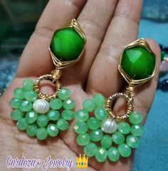 #hechoamano#hechoconamor ❤️ Small Earrings, Diy Earrings, Fashion Earrings, Earrings Handmade, Trendy Jewelry, Modern Jewelry, Jewelry Trends, Jewelry Gifts, Bead Jewellery
