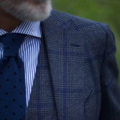 チェックスーツとネクタイ Vest And Tie, Checked Suit, Gentleman Style, Gq, Fashion Accessories, Suit Jacket, Dress Shoes, Mens Fashion, Suits
