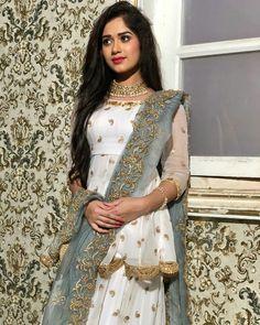 Makeup For Teens Indian 25 New Ideas Makeup For Teens Indian 25 Neue Ideen Indian Dresses, Indian Outfits, Stylish Dresses, Fashion Dresses, Fashion Styles, Anarkali, Saree, Festival Mode, Teen Celebrities