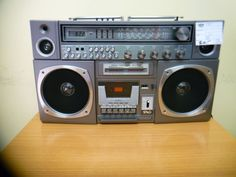 Alter Radio bei HIOB Frutigen  #Schnäppchen #Trouvaille