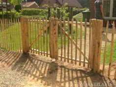 idea for fence in back yard, but without the spikes on top Lush Garden, Dream Garden, Amazing Gardens, Beautiful Gardens, Diy Driveway, Yard Crashers, Farm Gate, Garden Solutions, Garden Landscape Design
