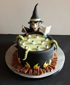 Halloween Birthday Cakes, Witches Brew, Cake Decorating Classes, Desserts, Food, Tailgate Desserts, Deserts, Eten, Postres