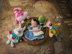 Neugeborene Fotografie kleine Alice im Wunderland Baby Boy Photos, Newborn Pictures, Baby Pictures, Disney Princess Babies, Baby Princess, Cute Babies Photography, Newborn Photography, Disney Maternity, Baby Bottle Storage
