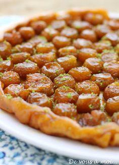 Plum tart via De vous à moi. Vegetarian Recipes, Cooking Recipes, Healthy Recipes, Healthy Food, Plum Tart, Bistro Food, Sweet Cooking, Sweet Tarts, Recipes From Heaven