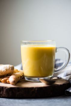 Golden Milk (or Turmeric Milk) is high in antioxidants and has anti-inflammatory properties. Making it at home is very easy. All you need is 5 basic ingredients. by @healthynibs