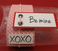 More pictures, details & Video - http://craftspotbykimberly.blogspot.com/2012/02/make-your-own-clear-boxes-and-pillow.html
