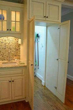 Secret pantry – looks like regular kitchen cupboard doors, takes you to another room, the pantry! Secret pantry – looks like regular kitchen cupboard doors, takes you to another room,… Hidden Pantry, Walk In Pantry, Hidden Closet, Hidden Kitchen, Hidden Storage, Secret Closet, Secret Storage, Kitchen Cupboard Doors, Kitchen Pantry