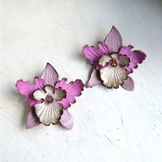 Brooch orchid and hairpins (barrette clip) flower leather, light pink... ($23) ❤ liked on Polyvore featuring accessories, hair accessories, leather hair clip, flower hair pins, flower hair accessories, barrette hair clips and hair clip accessories