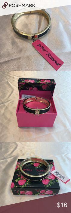 Betsey Johnson Clasp Bracelet 💕 Eiffel Tower, pink & black sparkle gold magnetic clasp bracelet, new with tags & box Betsey Johnson Jewelry Bracelets