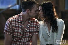 """The Big Day"" - Pictured (L-R): Wilson Bethel as Wade and Rachel Bilson as Dr. Zoe Hart in HART OF DIXIE on THE CW. Photo: Greg Gayne/The CW ©2012 The CW Network. All Rights Reserved."