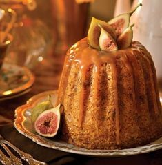 """Oh, bring us a figgy pudding; Oh, bring us a figgy pudding; Oh, bring us a figgy pudding and a cup of good cheer."" [""We wish you a Merry Christmas"" - Century anon - English medieval air. Christmas Cooking, Christmas Desserts, Yule, Pudding Recipes, Dessert Recipes, Fig Pudding, English Pudding, English Christmas Pudding, Healthy Recipes"