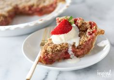Strawberry Rhubarb Crumble Pie - learn how to bake this classic spring / summer dessert bursting with strawberry and rhubarb flavors.