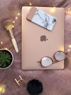 For work and ✍🏼 I love rose gold laptops I think they're beautiful and I'm so glad I got rid of all that music too because I can really start over. I don't miss my laptop at all. 💕 working on business Apple Laptop, Apple Iphone, Imac Laptop, Macbook Laptop, Rose Gold Laptop, Macbook Rose Gold, Rose Gold Aesthetic, Best Macbook, Airpods Apple