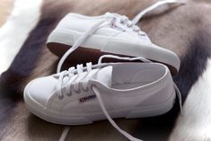 Superga white - Retro traine - forget All Star wear Superga-perfect in everyway Superga Sneakers, Retro Sneakers, White Sneakers, Superga Cotu, Baskets, Shoe Gallery, Sneaker Boots, Dream Shoes, Sock Shoes