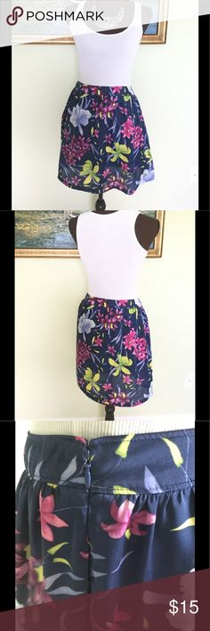 Banana Republic Skirt Size 6 Thanks for stopping by. If you have any questions please ask. Banana Republic Skirts Circle & Skater
