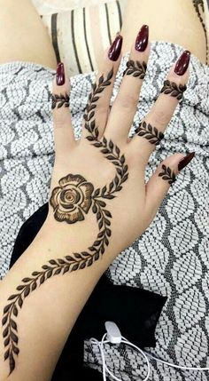 Mehndi henna designs are always searchable by Pakistani women and girls. Women, girls and also kids apply henna on their hands, feet and also on neck to look more gorgeous and traditional. Latest Arabic Mehndi Designs, Mehndi Designs For Girls, Mehndi Designs For Beginners, Modern Mehndi Designs, Dulhan Mehndi Designs, Mehndi Design Pictures, Beautiful Henna Designs, Latest Mehndi Designs, Mehndi Desing