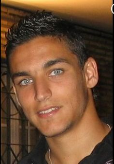 Jesus Navas and his gorgeous eyes Jesus Navas, Male Eyes, Male Face, Most Beautiful Eyes, Beautiful Men, Amazing Eyes, Spanish Soccer Players, Blue Eyed Men, Look Into My Eyes