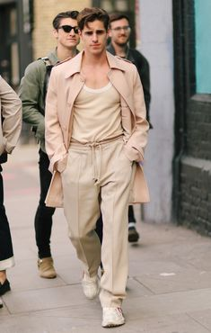 The Best Looks From London Fashion Week Men's - Men's Street Style Fashion 2020, Men's Fashion, Fashion Outfits, Mens Fashion Quotes, Trendy Mens Fashion, Looks Hip Hop, Men Looks, Mens Fall Outfits, Monochrome Outfit