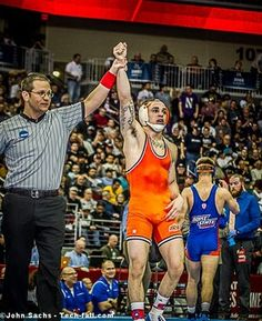 Compare and contrast: Oklahoma States Jordan Oliver has his arm raised as champ at the 2013 NCAA Division I Wrestling Championships. while Boise States Jason Chamberlain leaves the mat as runner-up Wrestling Rules, College Wrestling, Wrestling Singlet, Male Athletes, Contact Sport, Men In Uniform, Athletic Men, Sport Man, Extreme Sports