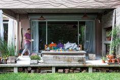 Si para la galería se eligió el hormigón en estado puro, para el color de las fachadas se partió del tono de un adobe jujeño.  Foto:Living /Javier Picerno