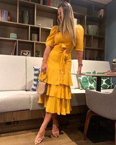 Fashion Dresses Pretty puff sleeved midi dress with cute tiered ruffled hemline. Boho Fashion, Fashion Dresses, Dress Skirt, Wrap Dress, Edgy Style, Western Outfits, Contemporary Fashion, Dress To Impress, Beautiful Dresses