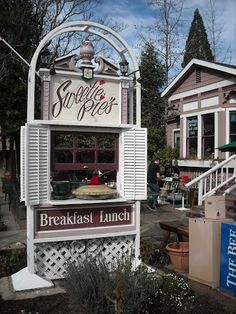 Sweetie Pie's Restaurant and Bakery in Placerville, California on the edge of the Sierra Mountains - they have a great Chile Relleno Casserole here