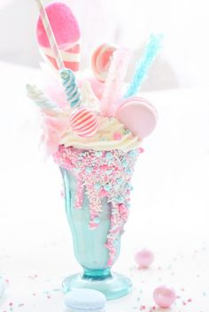 Party Stuff 704954147905917373 - Cotton Candy Freak Shake Are you ready for sunshine and summertime? Kara's Party Ideas presents a Cotton Candy Freak Shake that will be a sweet treat! Cute Desserts, Dessert Recipes, Party Desserts, Party Recipes, Pink Desserts, Party Sweets, Drink Recipes, Sweets Art, Party Snacks