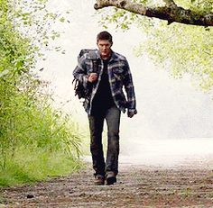 Just so we don't forget how perfectly hot this scene was: (gif) Dean returning from purgatory