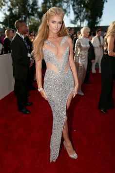Paris Hilton she can wear almost anytging and still look stylish Grammys 2015 Red Carpet Arrivals - Paris Hilton from Paris Hilton Style, Paris Hilton Photos, Nicky Hilton, Silver Dress, Red Carpet Dresses, Red Carpet Looks, Up Girl, Dress To Impress, Evening Gowns