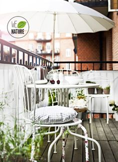 Something like this would be perfect for my small balcony. I would put more colour in though...