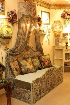 Designer's Michal Negrin Boutique...Victorian Style jewelry, home décor, fashion and shoes. Tel Aviv, Israel. ❤•♥.•:*´¨`*:•♥•❤