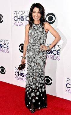 Lisa Edelstein from 2015 People's Choice Awards Red Carpet Arrivals  Bring on the black-and-white florals!