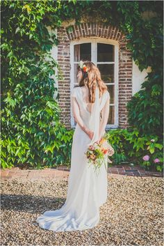Low back lace wedding dress and veil | Image by Anibas Photography