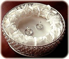 ateliersarah's ring pillow/Round wire case decorated with pearl