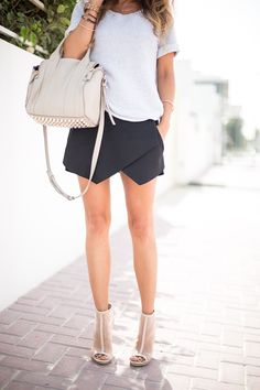 Casual yet classy summer outfit Black Skirt Outfits, Pretty Outfits, Only Fashion, Womens Fashion, Grunge, Vogue, Fashion Corner, Fashion Stylist, Passion For Fashion