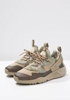 best sneakers d9402 ce94f Nike Sportswear AIR HUARACHE UTILITY - Sneaker low - khaki matte olive dark  khaki