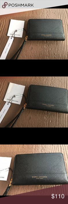 Marc Jacobs Phone Wallet in Black Saffiano Leather NWT. Sleek Unisex Phone Wallet Marc Jacobs Bags Wallets