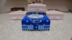 Fofura pura nas caixas para as Daminhas e Pajens do casamento de Izabee!                                 Para as Daminhas, em rosa!   ...