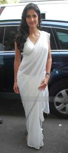 Katrina Kaif in a White Saree like a Angel, Casual Sarees for Women Bollywood Sarees Online, Bollywood Fashion, Indian Bollywood, Bollywood Actress, Indian Dresses, Indian Outfits, White Saree, Casual Saree, Chiffon Saree