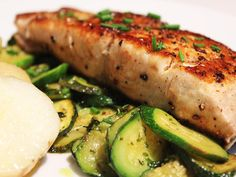 Yellowtail with Herby Courgettes Cooking Red Potatoes, Cooking Tofu, Cooking Turkey, Cooking Recipes, How To Cook Ham, How To Cook Chicken, Yellowtail Recipe, Dinner Box, Cooking Measurements