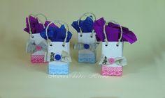 Aprende a hacer bolsas de regalo reutilizando tetra bricks de leche o de zumo. El resultado es muy chulo y podemos utilizarlos para algún cumpleaños o para hacer un regalo especial a alguien.