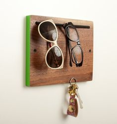 Blokkey in Walnut with Colored Edges for glasses and keys