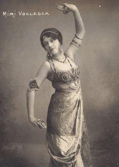 Miri Voclesca Danseuse Bohemienne circa 1910 Louis Martin